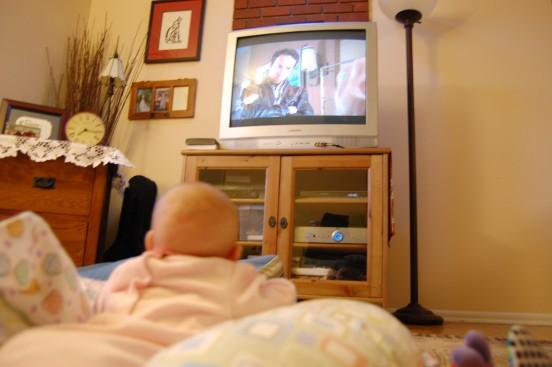niemowle a telewizor